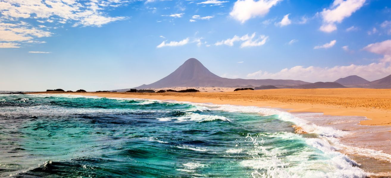landscape-with-sea-and-mountain-in-fuerteventura-canary-islands-image-id-139173074-1424877640-GtHW